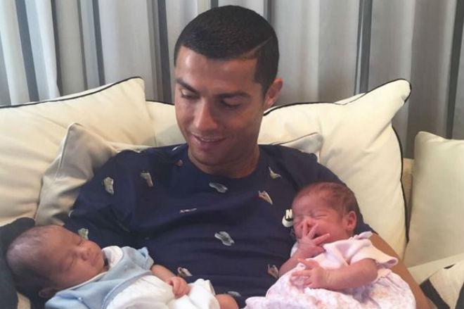 Chuyển nhượng Real 1/7: Vì con, Ronaldo quyết định ở lại - 1