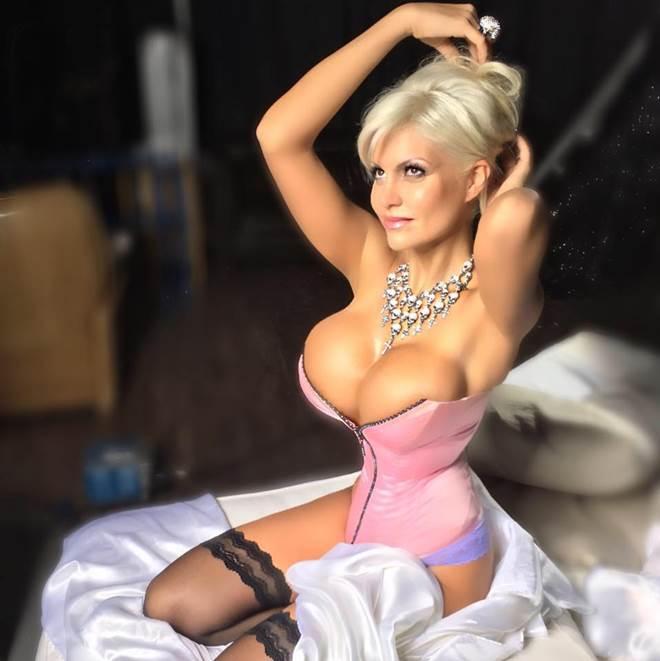 Nữ DJ người Đức bị chồng bỏ vì cắt xương sườn để làm đẹp - 5