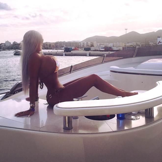 Nữ DJ người Đức bị chồng bỏ vì cắt xương sườn để làm đẹp - 6