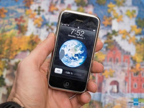 """Những chiếc điện thoại từng """"làm mưa làm gió"""" trước iPhone - 9"""