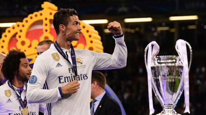 """Ronaldo đổi ý ở lại Real: Vì các con, vì """"Bố già"""" Perez - 1"""