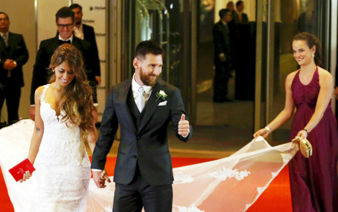 Khó tin: 2 Messi cùng cưới vợ chung ngày và địa điểm - 1