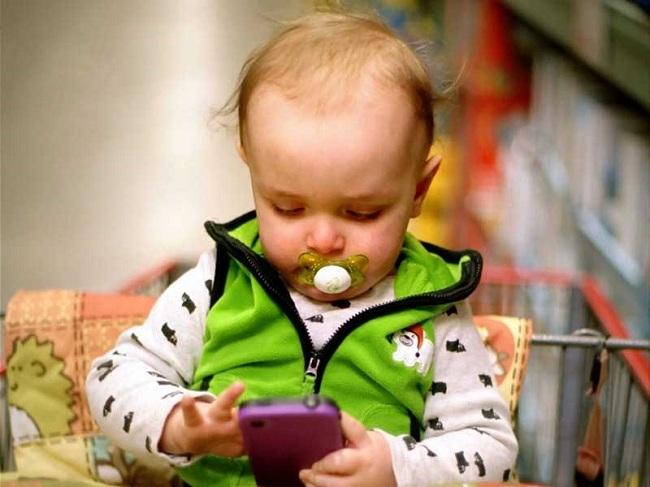 Điện thoại gây hại cho trẻ không khác ma túy - 1