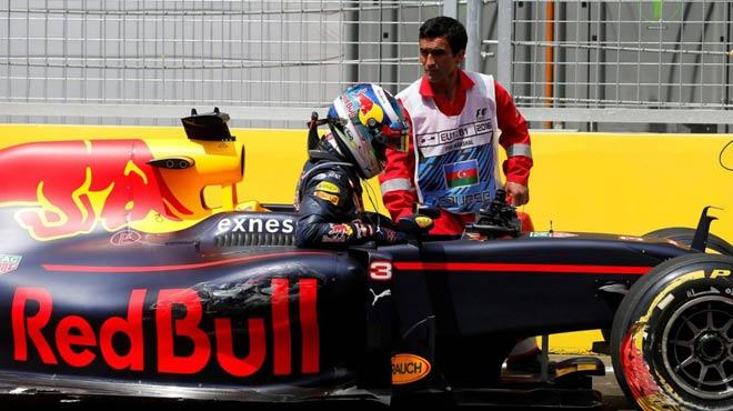 """Đua xe F1: Chuyện không tưởng của """"bò húc"""" tại xứ Baku - 1"""