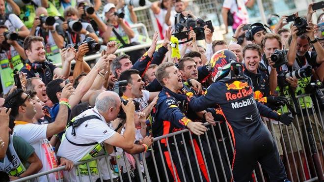 """Đua xe F1: Chuyện không tưởng của """"bò húc"""" tại xứ Baku - 5"""
