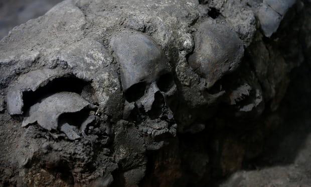 Phát hiện 675 sọ người xếp thành tháp ở Mexico - 3