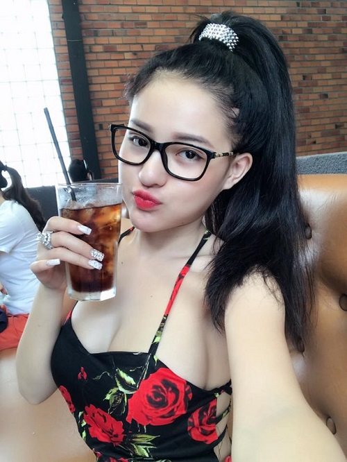 Ngân 98, Kaity Nguyễn hút mắt với váy áo trễ nải gợi cảm - 10
