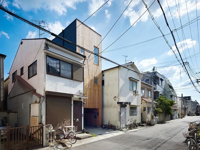 Diện tích chật hẹp của khu đất chính là thách thức lớn nhất đối với các kiến trúc sư.