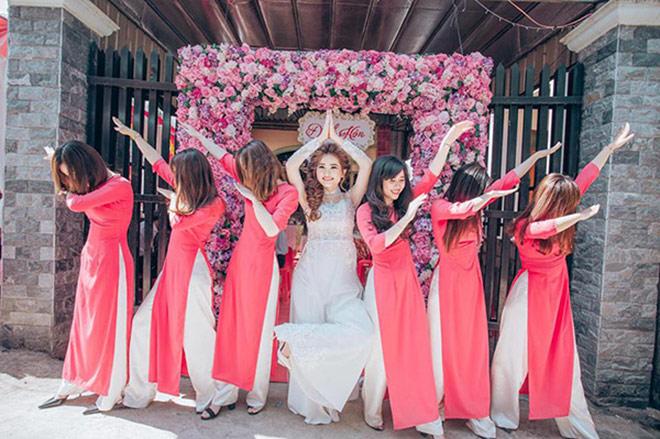 """Cô dâu xinh đẹp cùng đội bạn thân bê tráp """"lầy lội"""" gây sốt - 4"""