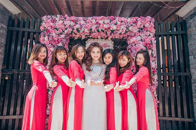 """Cô dâu xinh đẹp cùng đội bạn thân bê tráp """"lầy lội"""" gây sốt - 9"""