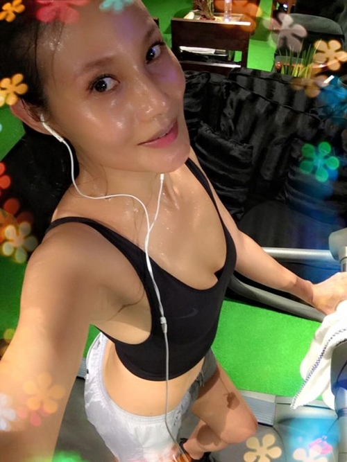 Khánh My phải e dè trước nhan sắc U50 của vợ tài tử TVB Mã Đức Chung - 9