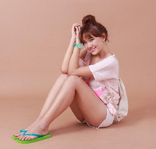 """Hari Won mặc quần siêu ngắn, """"đọ"""" độ nóng với Nhã Phương, Bảo Anh - 2"""