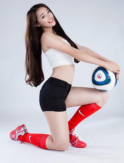 """Hari Won mặc quần siêu ngắn, """"đọ"""" độ nóng với Nhã Phương, Bảo Anh - 8"""