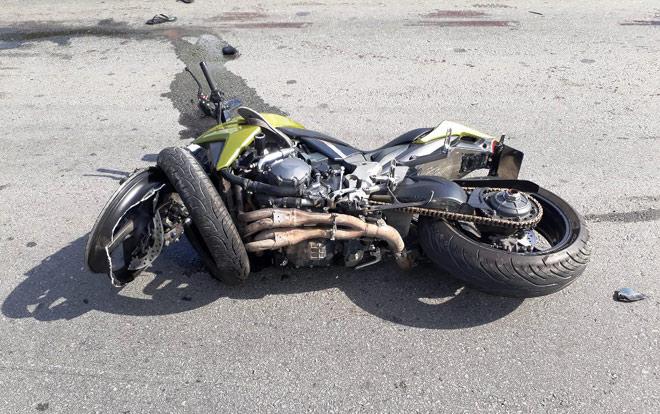 Clip: 2 xe máy đối đầu kinh hoàng, 5 người văng tứ tung khắp đường - 3