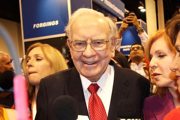 """Warren Buffett vẫn """"rất hạnh phúc"""" với chỉ 100.000 đô la một năm - 1"""
