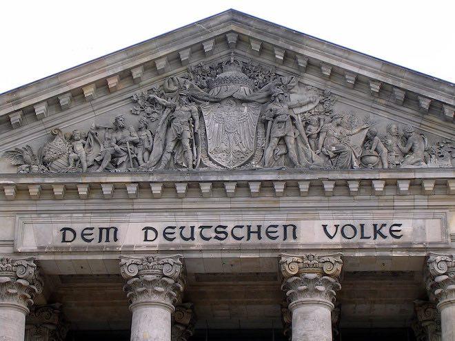 Đức thông qua luật gây tranh cãi phạt Facebook vì bài đăng không phù hợp - 1