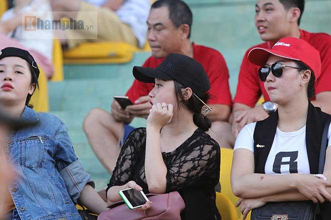 """Fan Hải Phòng """"mở hội"""", bất chấp lệnh cấm ở sân Cần Thơ - 11"""