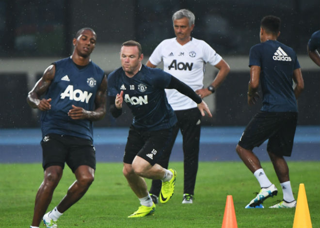 """Mourinho thanh lọc 10 sao MU: Danh sách đen """"sắp bị đá"""" - 1"""