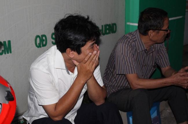 Người dân TP.HCM thức trắng đêm chờ nộp hồ sơ cho con - 2