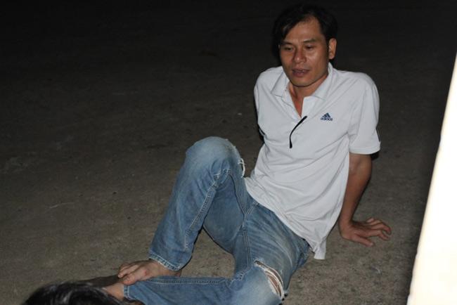Người dân TP.HCM thức trắng đêm chờ nộp hồ sơ cho con - 6