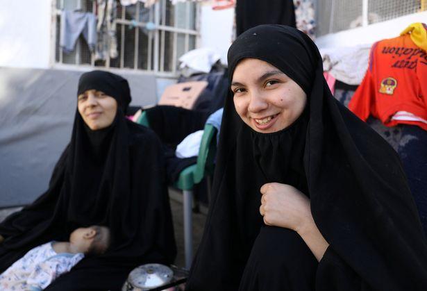 Vợ khủng bố IS phát ghen với nô lệ tình dục của chồng - 2