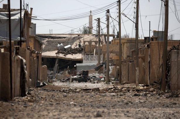 Vợ khủng bố IS phát ghen với nô lệ tình dục của chồng - 4