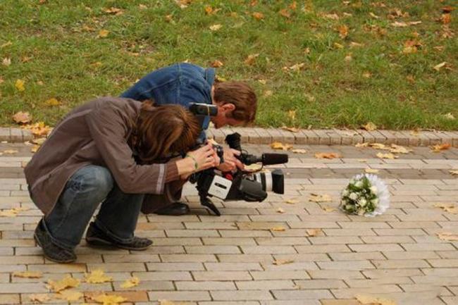 Chụp nhanh không người ta vứt mất bó hoa bây giờ.