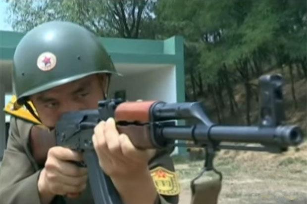 Triều Tiên tung video binh sĩ sẵn sàng xử tử cựu TT Hàn - 2