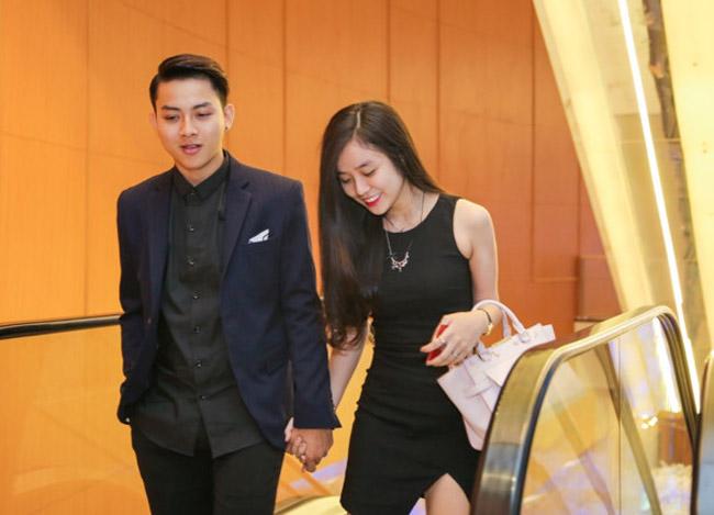"""Sau hơn nửa năm công khai tình cảm, mới đây, Hoài Lâm đã khiến nhiều khán giả ngưỡng mộ, ghen tị khi thường xuyên quấn quít không rời bên bạn gái 9x, thậm chí, anh còn công khai gọi cô bằng """"vợ"""" trên trang cá nhân."""