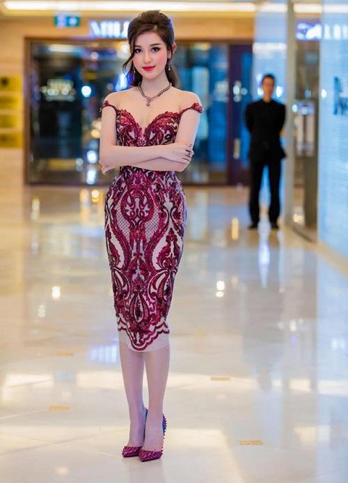 Hà Hồ mặc xuyên thấu đẳng cấp, Phạm Hương đẹp như nữ thần - 2