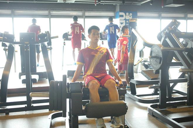 U23 VN: Tuấn Anh hăng say tập GYM, Công Phượng vắng mặt - 3