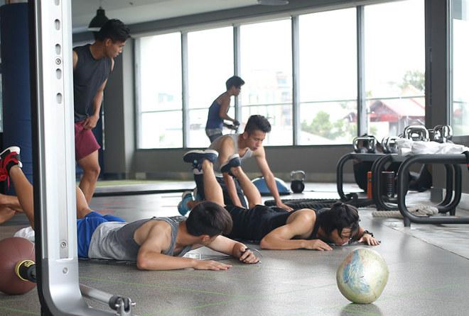 U23 VN: Tuấn Anh hăng say tập GYM, Công Phượng vắng mặt - 4