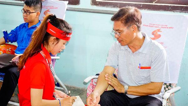 Gặp những trái tim nhân ái, vận động hơn 100 người hiến máu - 1