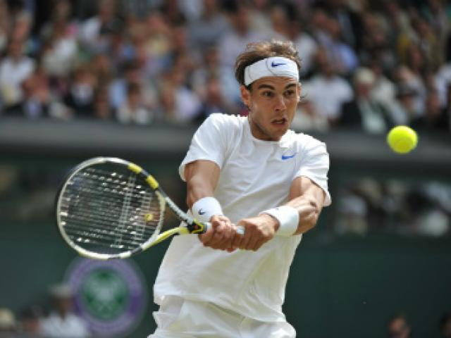 """Hot shot Wimbledon: Nadal giở """"độc chiêu"""" đối thủ phát nản - 1"""