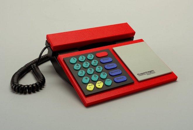 """80 năm phát triển của chiếc điện thoại """"thu nhỏ"""" trong 10 bức ảnh này - 6"""