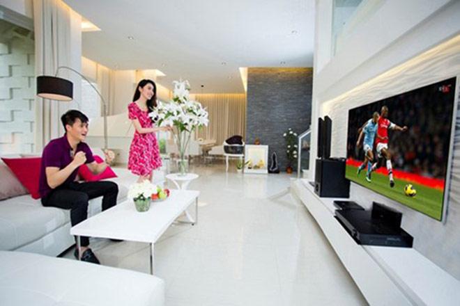 """Phòng khách nhà Thủy Tiên, Hồng Nhung: Đơn giản với nội thất """"5 sao"""" - 5"""