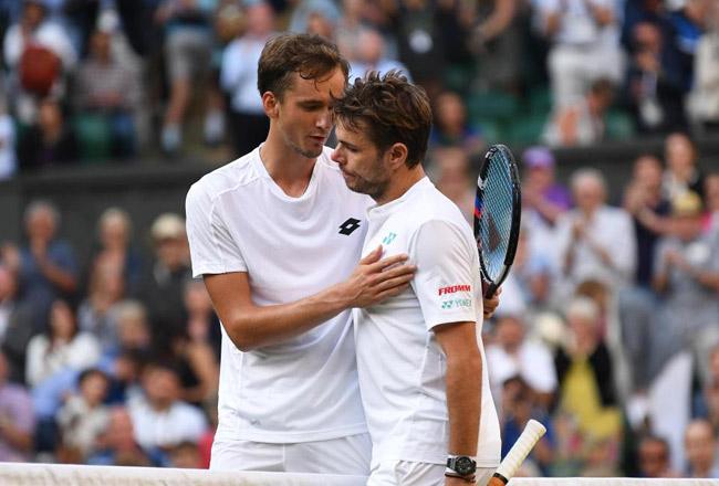 """Wimbledon: Đầu gối """"nổi loạn"""", Wawrinka lập kỷ lục đáng buồn - 1"""
