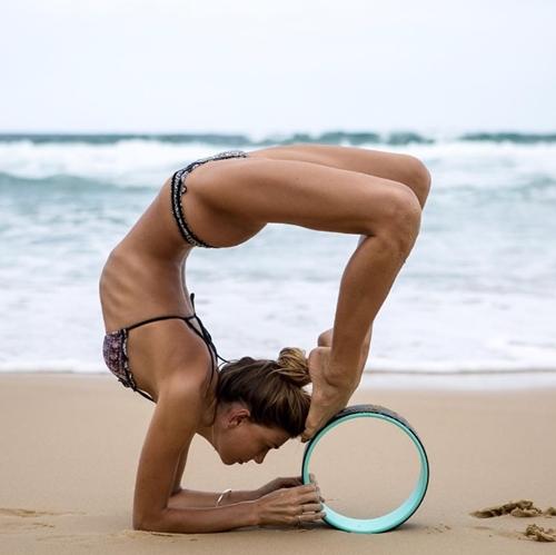 Mỹ nhân kiếm tiền khủng vì chuyên mặc mát mẻ tập yoga - 6