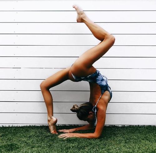 Mỹ nhân kiếm tiền khủng vì chuyên mặc mát mẻ tập yoga - 14