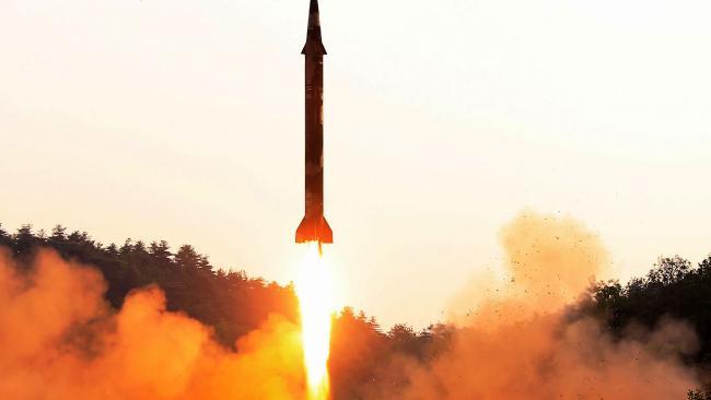Ông Trump nổi giận vì Triều Tiên nã tên lửa dịp quốc khánh Mỹ - 2