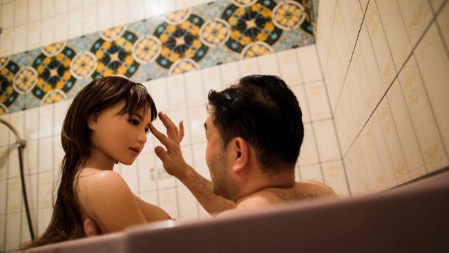 """Đàn ông Nhật nghiện yêu vợ """"nhựa"""" hơn vợ thật - 1"""