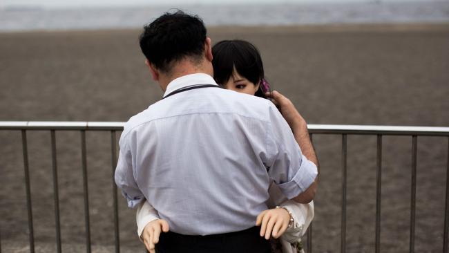 """Đàn ông Nhật nghiện yêu vợ """"nhựa"""" hơn vợ thật - 4"""