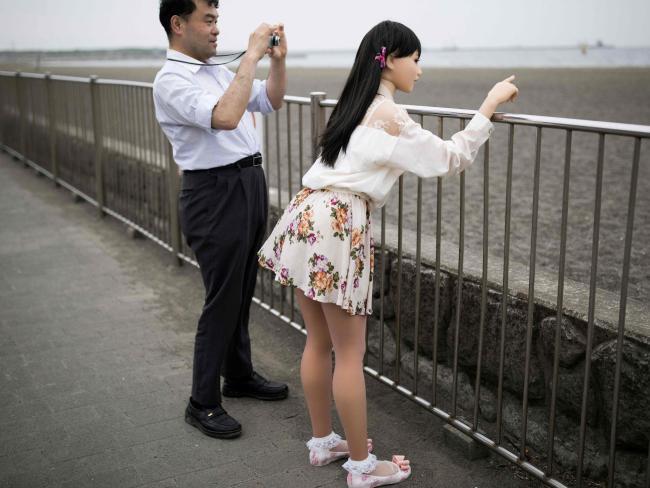 """Đàn ông Nhật nghiện yêu vợ """"nhựa"""" hơn vợ thật - 3"""