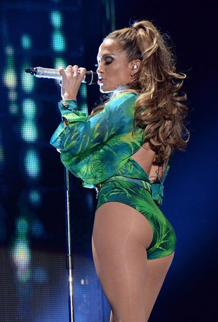 Gần 50 tuổi vẫn khoe vòng ba rực lửa, chỉ có thể là Jennifer Lopez - 4