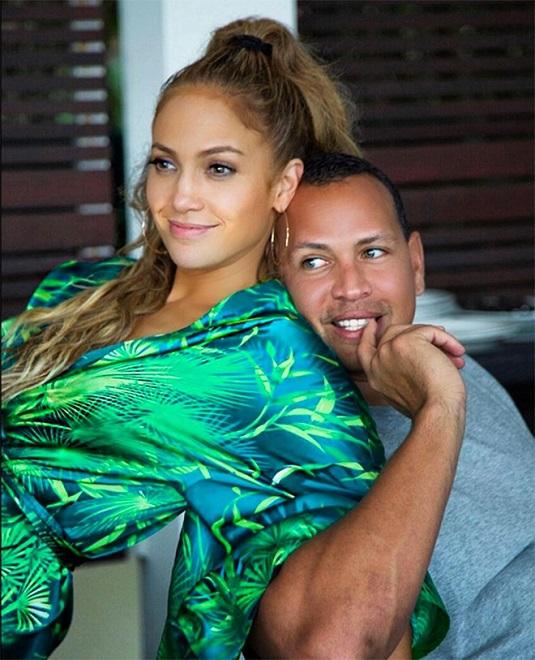 Gần 50 tuổi vẫn khoe vòng ba rực lửa, chỉ có thể là Jennifer Lopez - 8