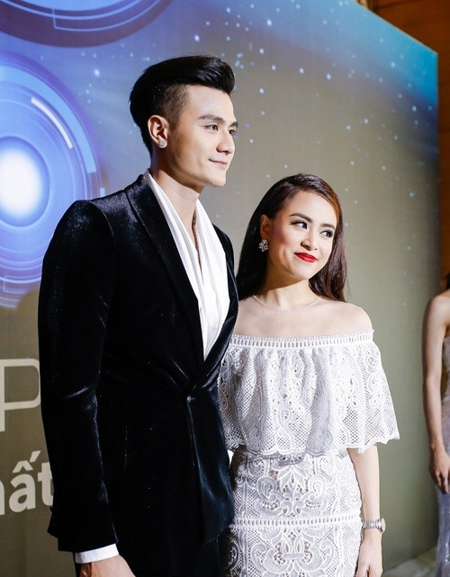 """Hoàng Thùy Linh """"lép vế"""" nhan sắc mẹ chồng tương lai - 7"""