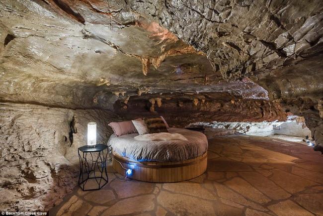 Beckham Creek Cave, Mỹ: Nằm trong một hang động tự nhiên với hướng nhìn ra thung lũng tại bang Arkansas, khách sạn Beckham Creek Cave được coi là một trong những nơi đặc biệt nhất trên thế giới. Công trình này gồm 4 phòng ngủ sang trọng và 4 phòng tắm, đủ chỗ cho 8 người.