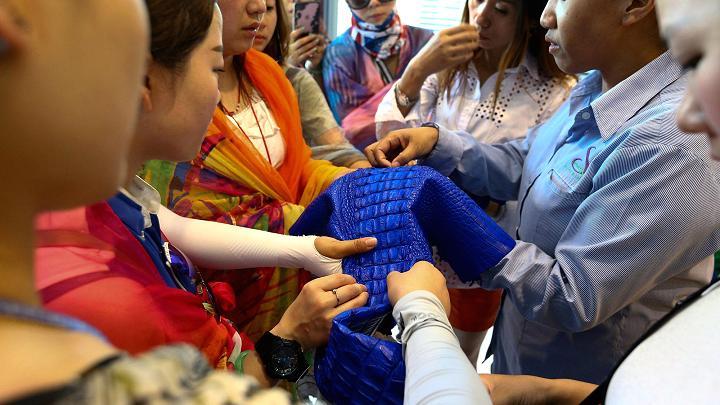 Choáng với ngành công nghiệp nuôi cá sấu ở Thái Lan - 13