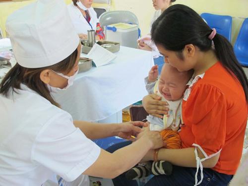"""Hà Nội lại khan hiếm vắc xin dịch vụ """"5 trong 1"""" Pentaxim - 1"""