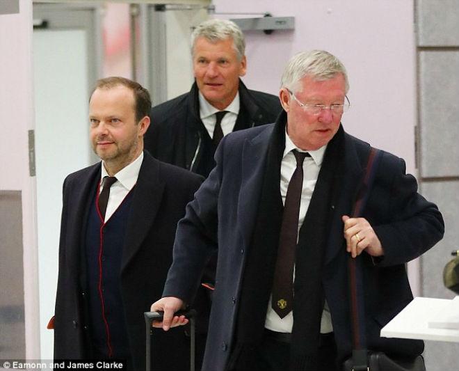 """Chuyển nhượng: Mourinho rối trí vì MU chạy """"loạn cào cào"""" - 1"""